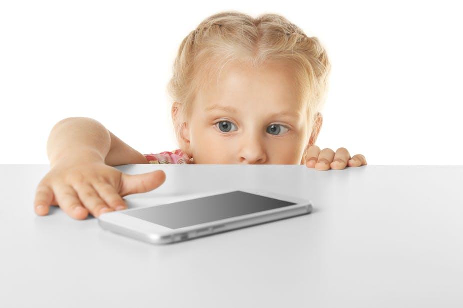 dzieci i smartfon